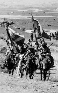 拿着西藏国旗的西藏士兵
